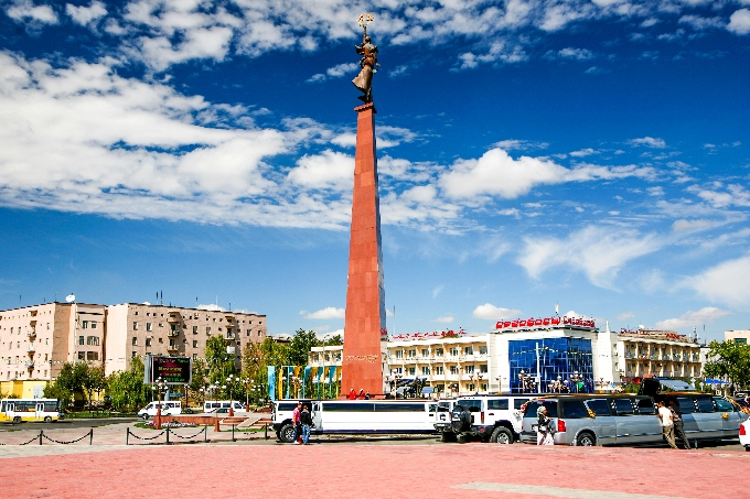 Ordabasy Square and Independence Park